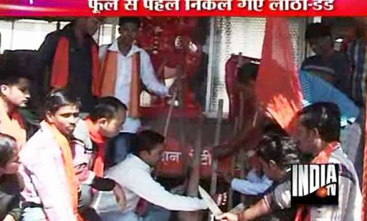 bajrang dal warns action aginst valentine couples in mp