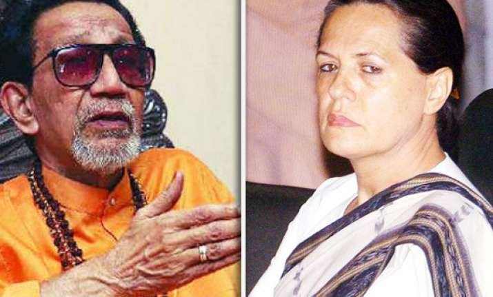 bal thackeray lambasts sonia gandhi on batla house