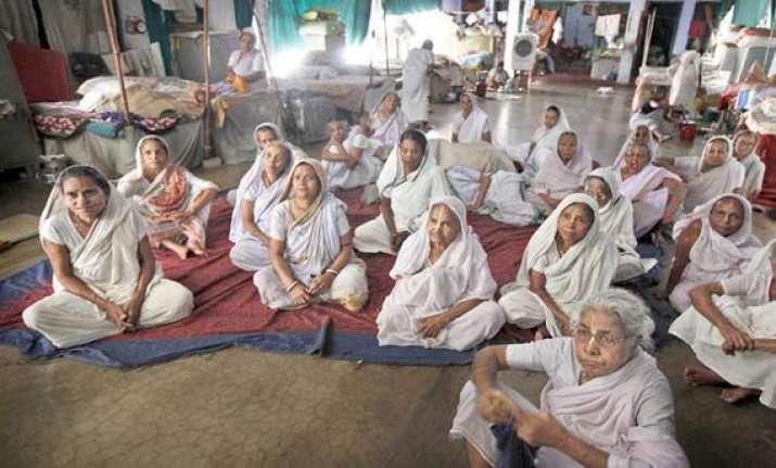 bengali widows from vrindavan return to kolkata for durga