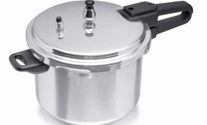 bihar official cooked food in silver pressure cooker