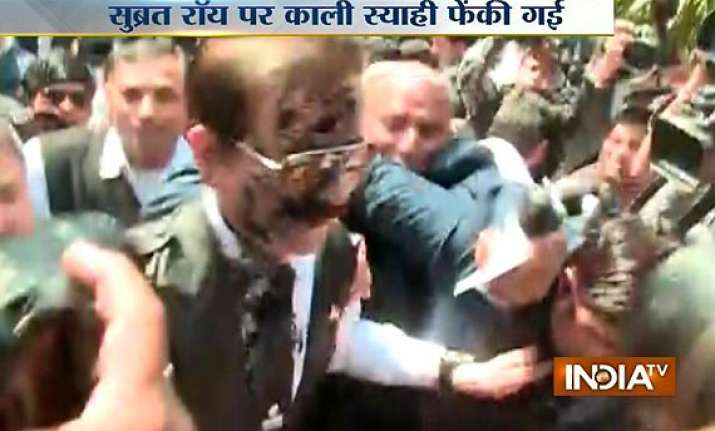 black ink thrown at sahara owner subrata roy sc sends him