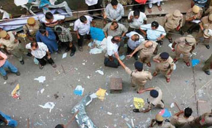 crude box bomb blast in kolkata s chandni chowk creates