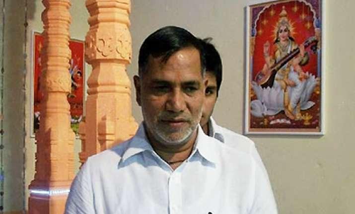 bombay hc asks police to prosecute mumbai congress chief