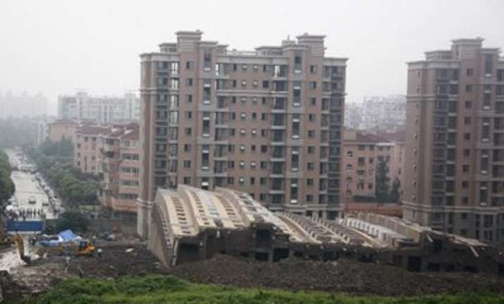 bombay hc asks flat buyers to verify properties before