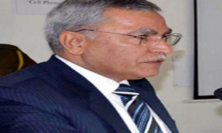 brave kashmiri police officer former igp farooq khan to