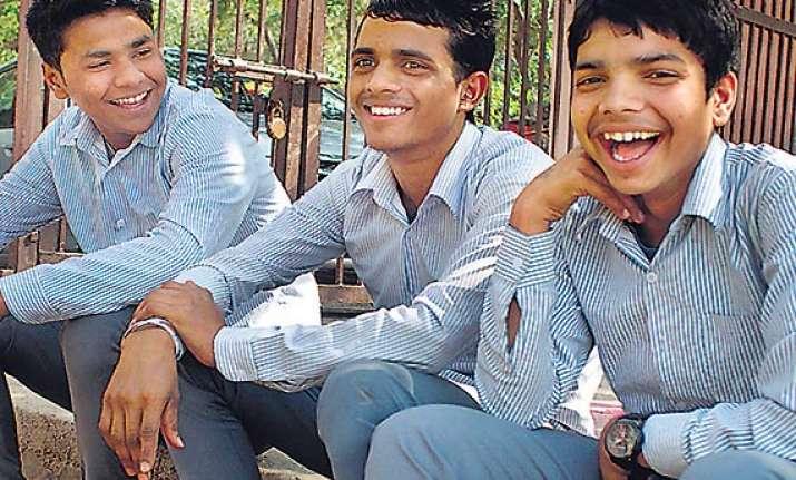 braveheart delhi schoolchildren save life of an accident