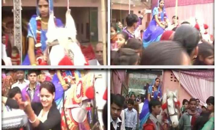 bride rides a horse to her wedding in uttar pradesh