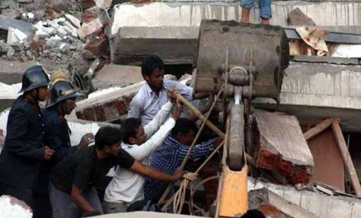 building collapses in mumbai one feared dead