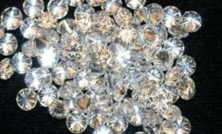 burglars clean out diamonds worth rs 2 cr from trader s