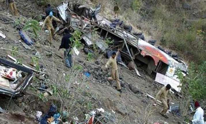 bus fall in a gorge in himachal pradesh 21 killed
