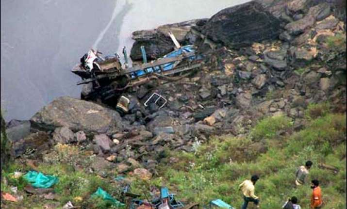bus falls into gorge in himachal 16 dead