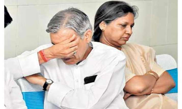 cbi officer leaked search info to pawan bansal s wife report