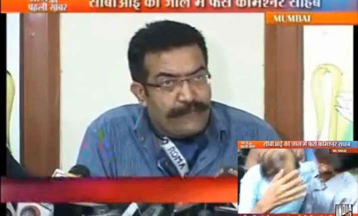 cbi arrests mumbai i t commissioner meena while accepting