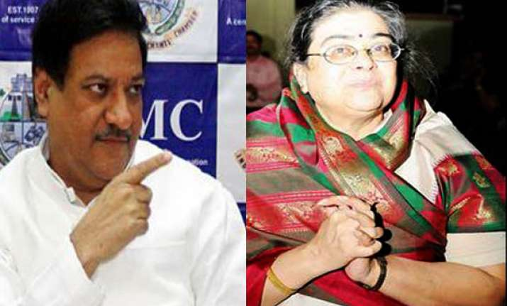 cm chavan admits his wife s purse was stolen on train