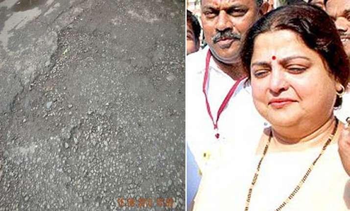 cm chavan s wife unhappy with mumbai roads