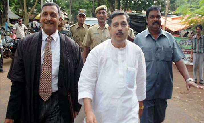 cpi m mla sushanta ghosh beaten up with shoe near court