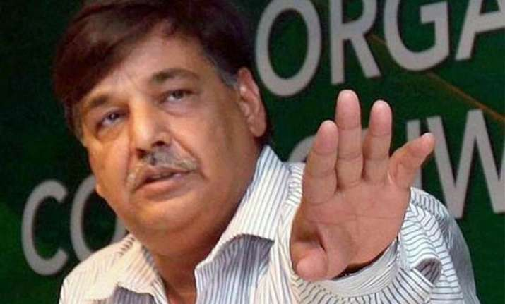 cwg scam accused seeks bail on ground of parity with 2g