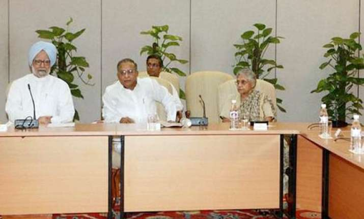 cwg scam congress core group backs sheila dikshit