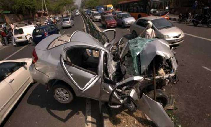 car driven by school kids smashes a tree in ghaziabad