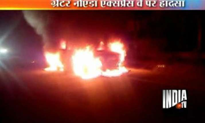 speeding car gutted on greater noida expressway