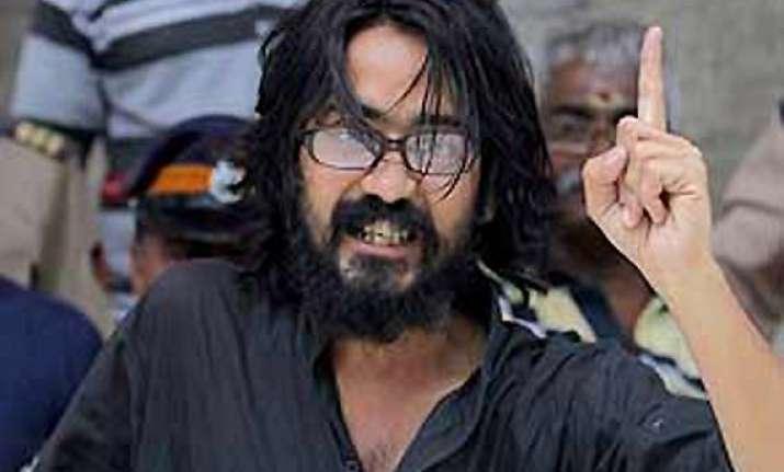 cartoonist trivedi ends 8 day long fast on kejriwal s appeal