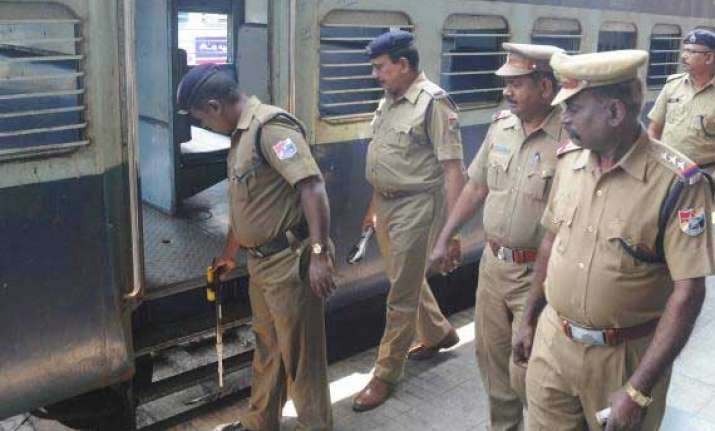 centre to bear 50 pc of police deployment cost on railways