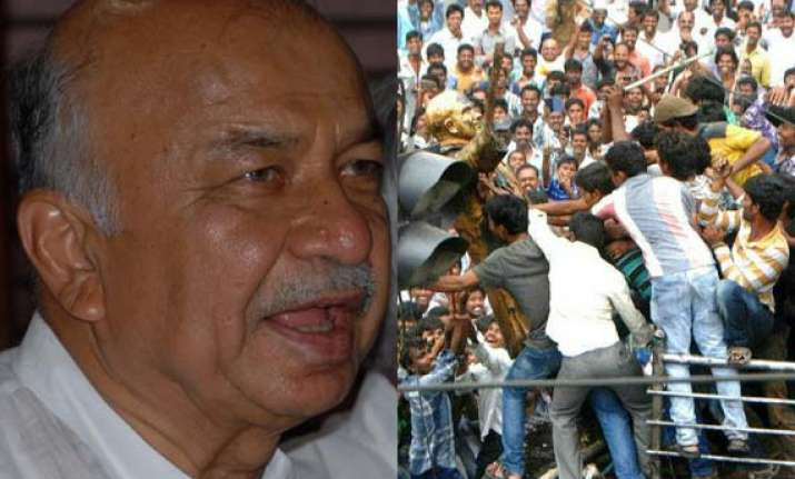 centre to go ahead with creation of telangana says shinde