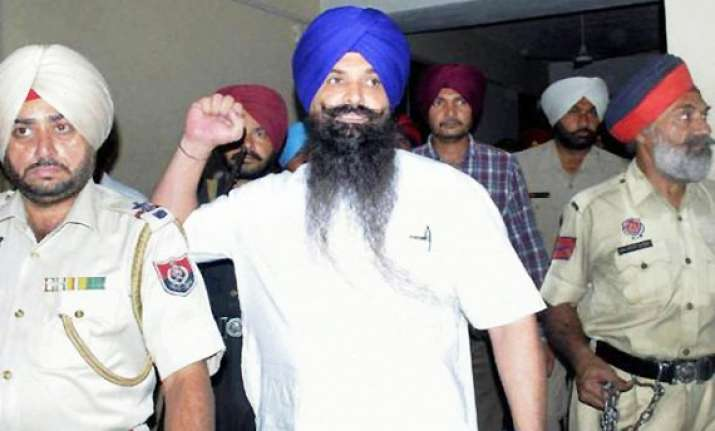centre stays hanging of rajoana after mercy plea by sgpc