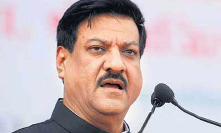 chavan promises to cut delays in clearances for housing