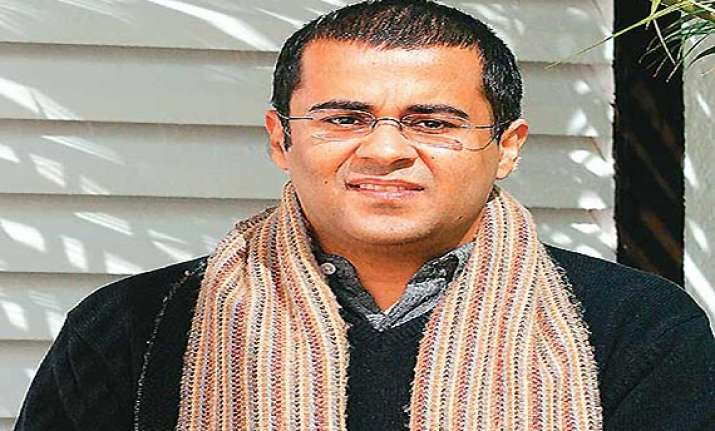 chetan bhagat deletes tweet on rupee after using the word