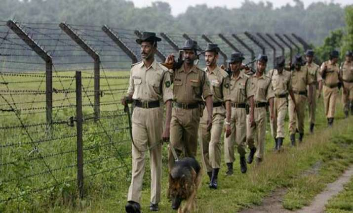 8 chinese nationals detained while crossing indian border