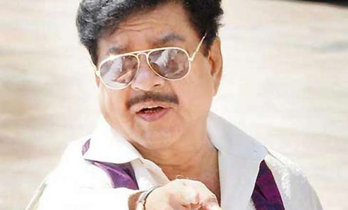 clash in patna over shatrughan s candidature