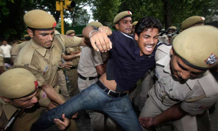 clash between police and youths at ramlila ground