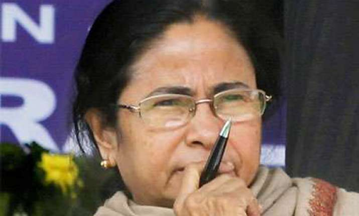 congress colluding with left says mamata