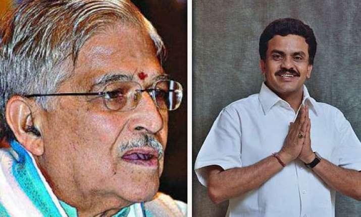congress demands m m joshi to quit as pac chief