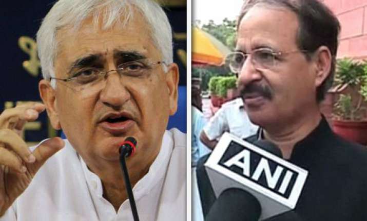 congress govt reject anna s gang of four remarks