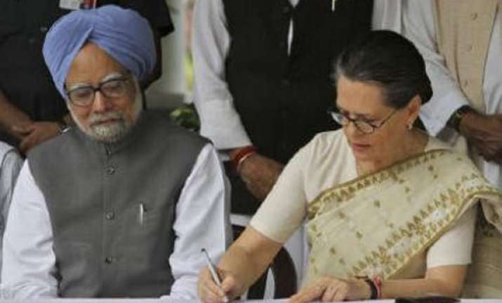 congress issues whip to lok sabha members