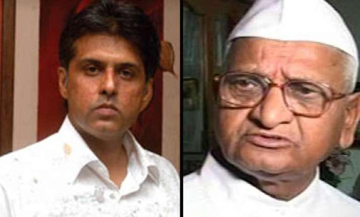 congress launches frontal attack says anna hazare is corrupt