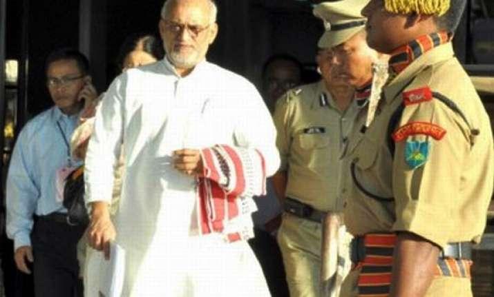 congress mp chaturvedi blasts govt on anna fast