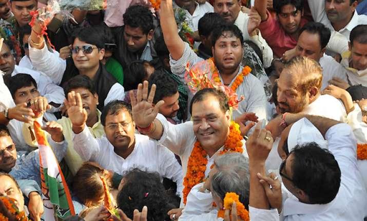 congress parades mlas before uttarakhand governor to form
