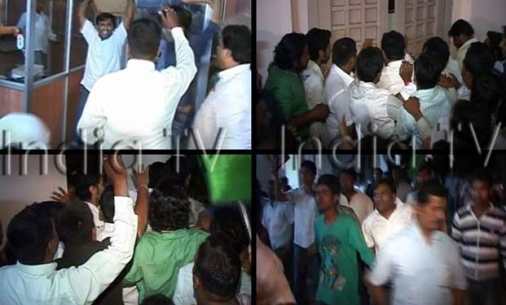 congress workers ransack kalmadi s office in pune