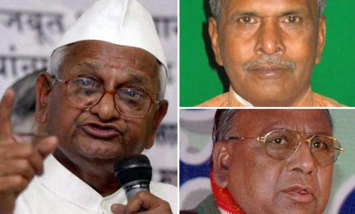 congressmen attack hazare for remarks on rahul gandhi
