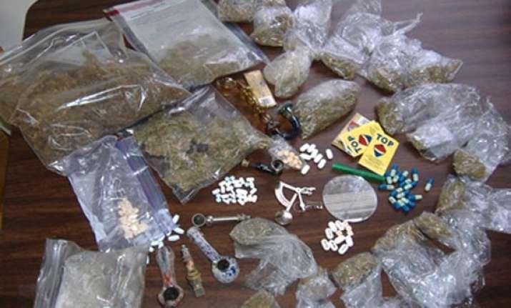 cop arrested for smuggling drugs in kashmir