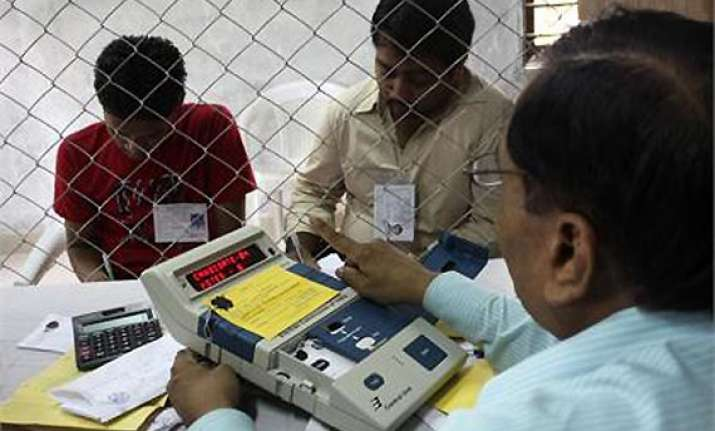 counting in delhi 8.2 million votes 2 000 evms 150