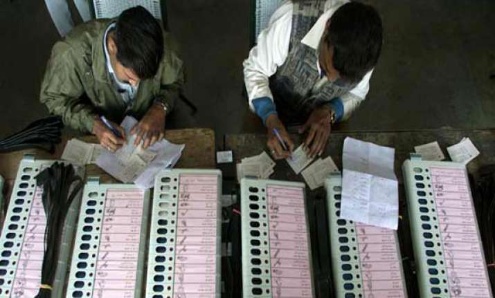 counting tomorrow to decide the fate of 472 candidates in wb