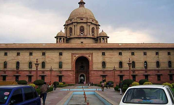 couple holds nude protest outside rashtrapati bhawan
