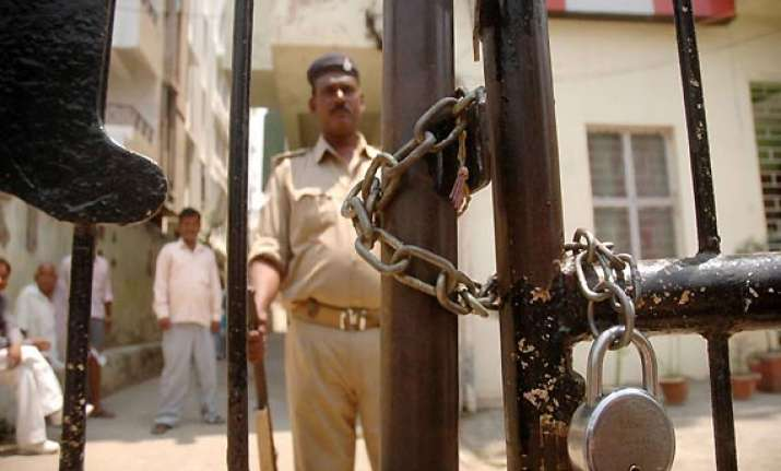 crores found in it raids against jd u treasurer in bihar