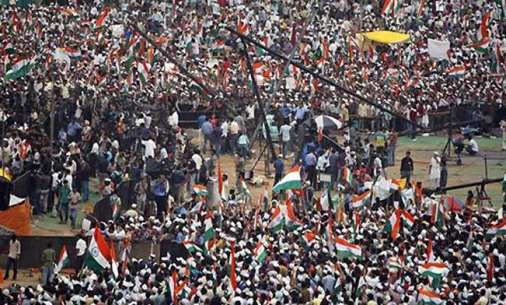 crowd at ramlila maidan dwindles as protesters go back to