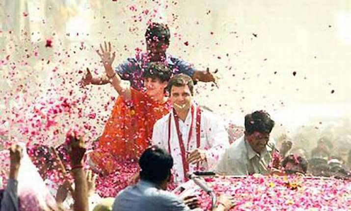 crowds watch rahul s road show in lucknow