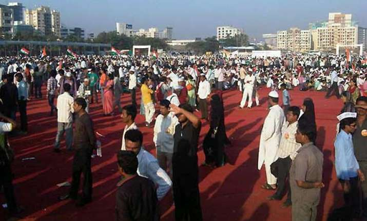 crowds in mumbai dwindle for anna hazare in just 10 months